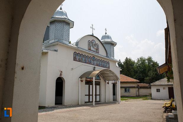 fatada-de-la-catedrala-ortodoxa-sf-teodor-tiron-1818-din-rosiori-de-vede-judetul-teleorman.jpg
