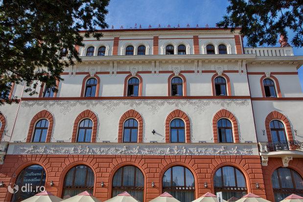 fatada-de-la-hotel-transilvania-fosta-panonnia-din-oradea-judetul-bihor.jpg