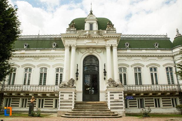 fatada-de-la-muzeul-de-arta-si-arta-populara-palatul-marincu-din-calafat-judetul-dolj.jpg