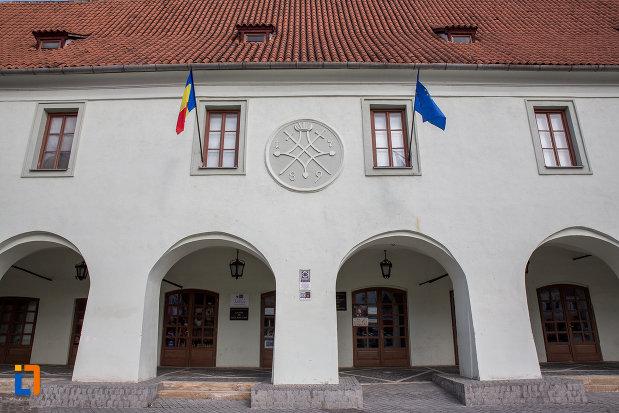 fatada-de-la-muzeul-de-etnografie-si-arta-populara-saseasca-din-sibiu-judetul-sibiu.jpg