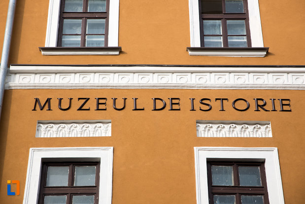 fatada-de-la-muzeul-national-de-istorie-al-transilvaniei-din-cluj-napoca-judetul-cluj.jpg
