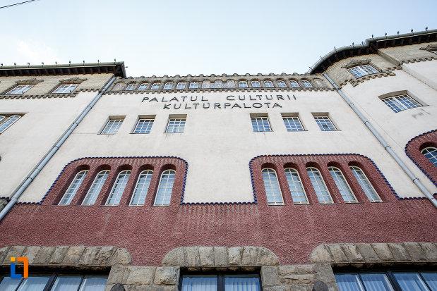 fatada-de-la-palatul-culturii-filarmonica-biblioteca-si-muzeul-de-arta-din-targu-mures-judetul-mures.jpg
