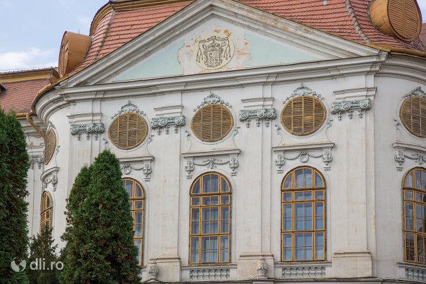 fatada-de-la-palatul-episcopal-romano-catolic-azi-muzeul-tarii-crisurilor-din-oradea-judetul-bihor.jpg