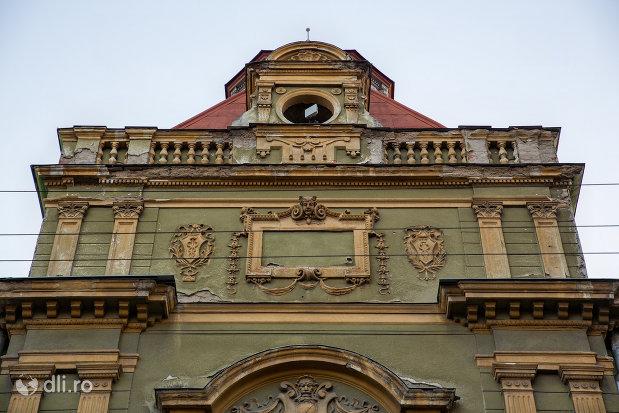 fatada-de-la-palatul-postelor-din-oradea-judetul-bihor.jpg