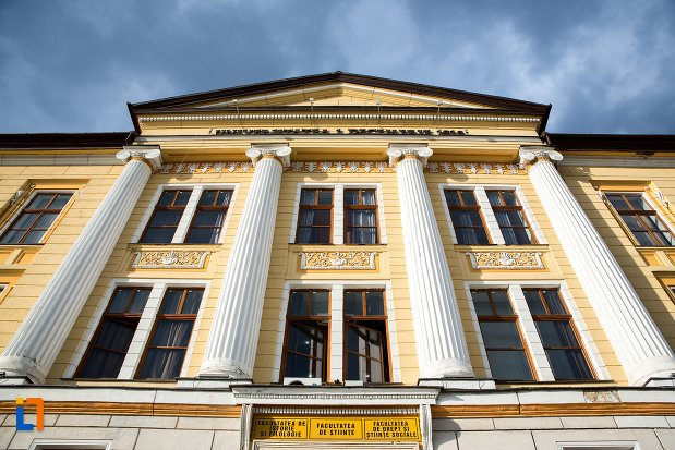 fatada-de-la-universitatea-1-decembrie-1918-din-alba-iulia-judetul-alba.jpg