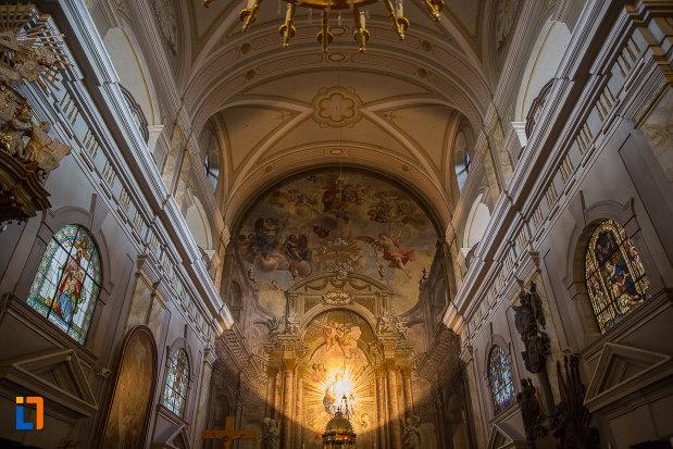 fecioara-cu-iisus-ilumitati-intr-un-mod-deosebit-biserica-parohiala-evanghelica-sf-maria-din-sibiu-judetul-sibiu.jpg