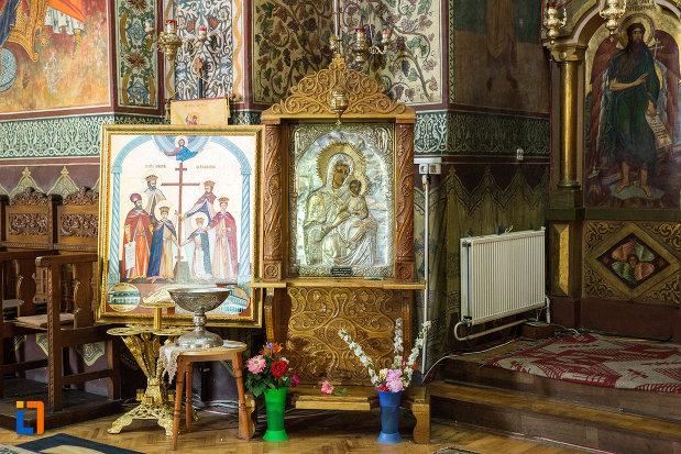 fecioara-maria-cu-pruncul-catedrala-ortodoxa-sf-gheorghe-din-tecuci-judetul-galati.jpg