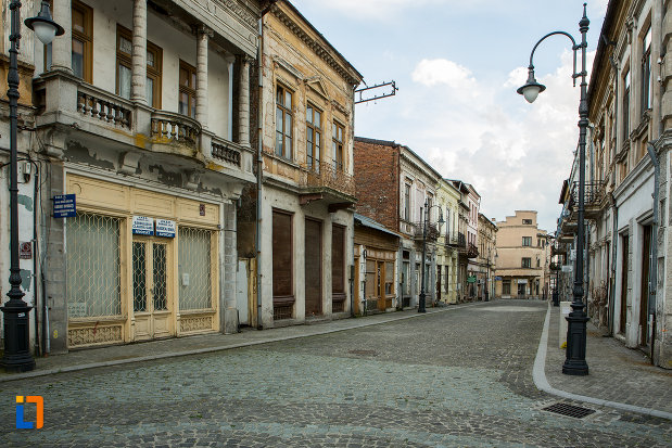 felinar-vechi-si-cladiri-din-orasul-slatina-judetul-olt.jpg