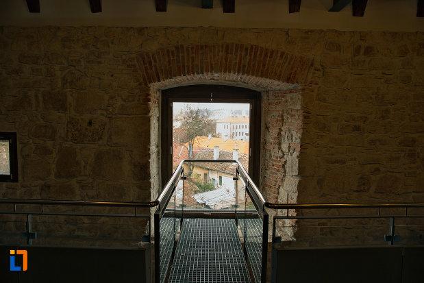 fereastra-de-la-bastionul-croitorilor-din-cluj-napoca-judetul-cluj.jpg