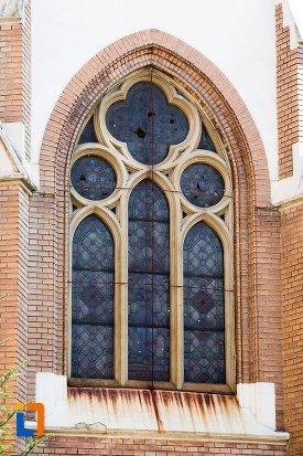 fereastra-de-la-biserica-evanghelica-din-1906-din-arad-judetul-arad.jpg