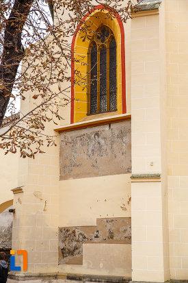 fereastra-de-la-biserica-evanghelica-sf-margareta-si-turnul-trompetilor-1488-din-medias-judetul-sibiu.jpg