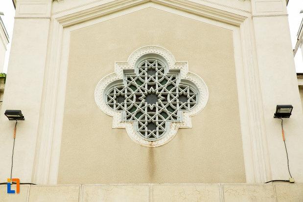 fereastra-de-la-biserica-greaca-din-galati-judetul-galati.jpg