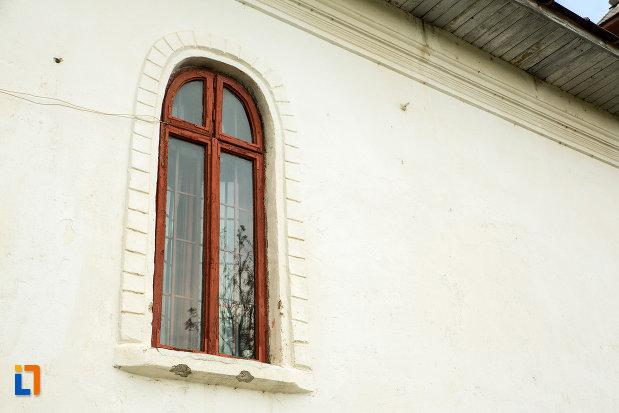 fereastra-de-la-biserica-sf-nicolae-din-fratostita-judetul-dolj.jpg