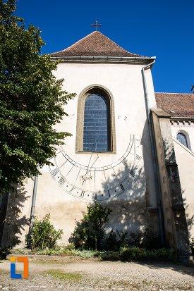 fereastra-de-la-biserica-sfantul-bartolomeu-din-brasov-judetul-brasov.jpg