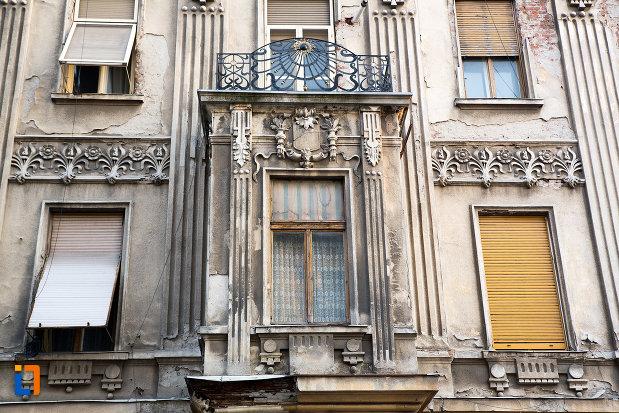fereastra-de-la-casa-anul-cca-1908-cu-farmacie-la-parter-din-arad-judetul-arad.jpg