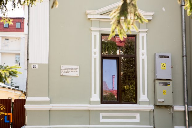 fereastra-de-la-casa-grigore-antipa-din-botosani-judetul-botosani.jpg