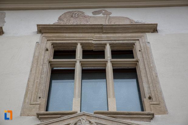 fereastra-de-la-casa-haller-din-sibiu-judetul-sibiu.jpg