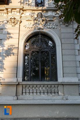 fereastra-de-la-casa-mateche-stefanescu-1830-din-ploiesti-judetul-prahova.jpg