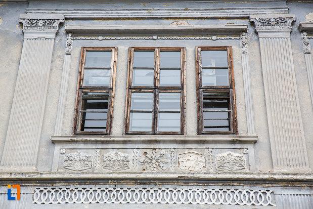 fereastra-de-la-casa-zoppelt-1860-din-medias-judetul-sibiu.jpg