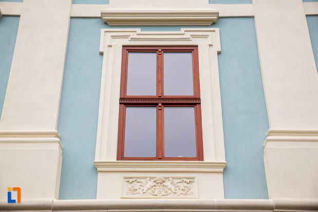 fereastra-de-la-fosta-scoala-confesionala-evanghelica-1713-din-medias-judetul-sibiu.jpg