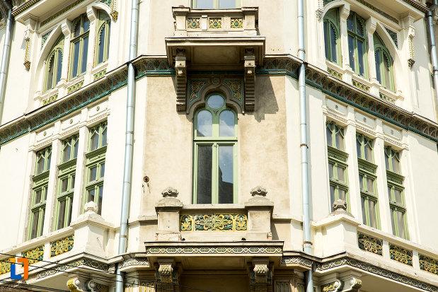 fereastra-de-la-hotel-si-casino-minerva-din-craiova-judetul-dolj.jpg