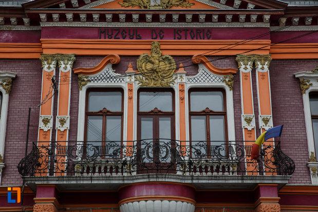 fereastra-de-la-muzeul-de-istorie-din-lugoj-judetul-timis.jpg