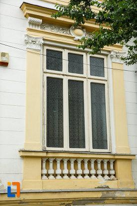 fereastra-de-la-muzeul-de-istorie-si-arheologie-casa-alaci-din-focsani.jpg