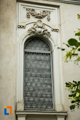fereastra-de-la-muzeul-vrancei-sectia-de-stiintele-naturii-din-focsani-judetul-vrancea.jpg