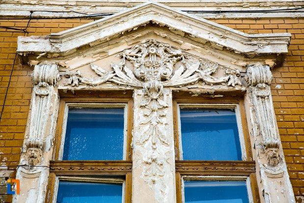 fereastra-de-la-nr-12-ansamblul-urban-str-primaverii-din-alba-iulia-judetul-alba.jpg