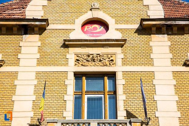 fereastra-de-la-palatul-postelor-din-brasov-judetul-brasov.jpg
