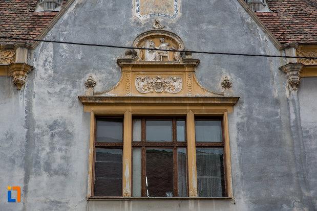 fereastra-de-la-posta-din-sibiu-judetul-sibiu.jpg