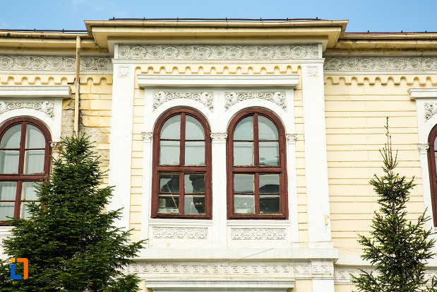 fereastra-de-la-scoala-otetelesanu-din-craiova-judetul-dolj.jpg