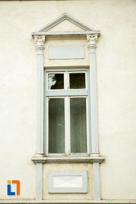 fereastra-de-la-trezoreria-din-corabia-judetul-olt.jpg