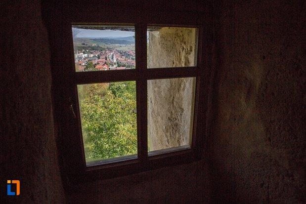 fereastra-din-cetatea-rupea-judetul-brasov.jpg
