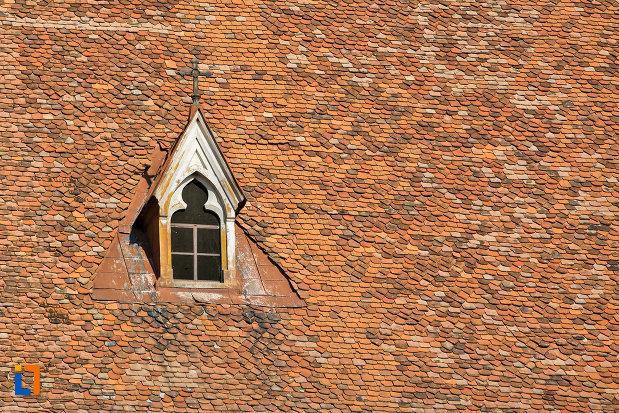 fereastra-pe-acoperis-biserica-sfantul-mihail-din-cluj-napoca-judetul-cluj.jpg