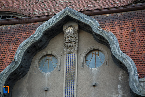 ferestre-circulare-palatul-dauerbach-din-timisoara-judetul-timis.jpg