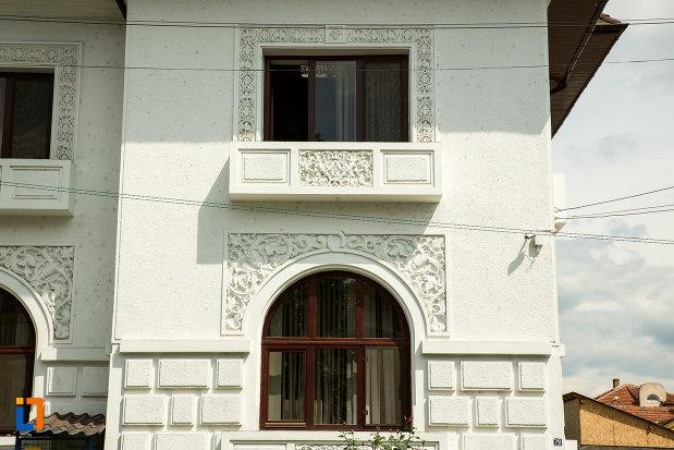 ferestre-cu-detalii-centrul-de-dializa-renamed-din-drobeta-turnu-severin-judetul-mehedinti.jpg