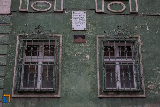 ferestre-cu-gratii-de-la-casa-din-str-tipografilor-nr-23-din-sibiu-judetul-sibiu.jpg