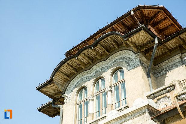 ferestre-de-la-banca-nationala-a-romaniei-din-slatina-judetul-olt.jpg