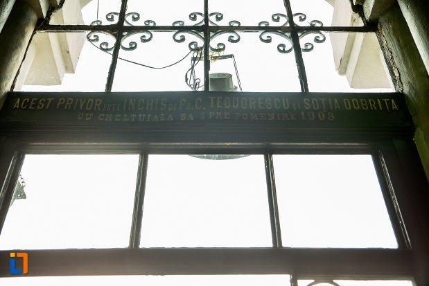 ferestre-de-la-biserica-buna-din-buzau-judetul-buzau.jpg