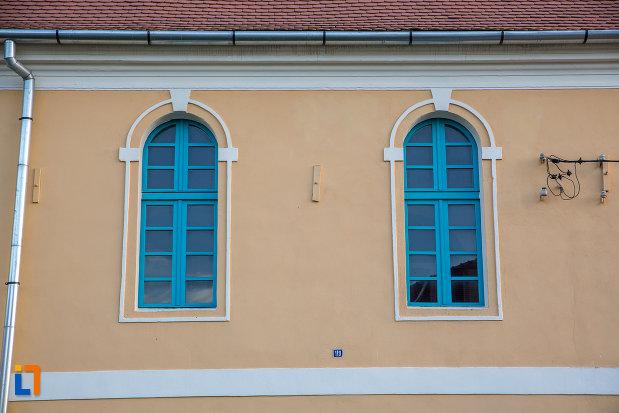 ferestre-de-la-biserica-evanghelica-din-talmaciu-judetul-sibiu.jpg