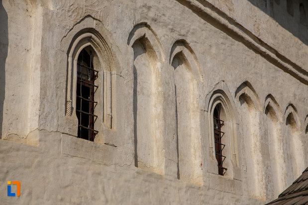 ferestre-de-la-biserica-nasterea-sf-ioan-botezatorul-din-suceava-judetul-suceava.jpg