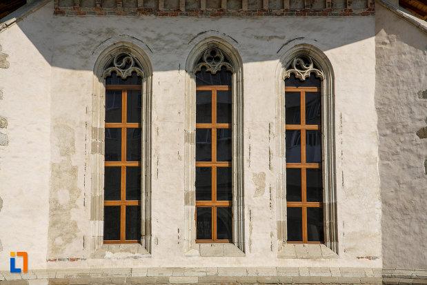 ferestre-de-la-biserica-sf-dumitru-din-suceava-judetul-suceava.jpg
