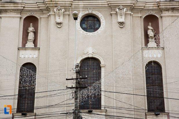 ferestre-de-la-biserica-sf-elisabeta-a-ungariei-manastirea-minorita-din-aiud-judetul-alba.jpg