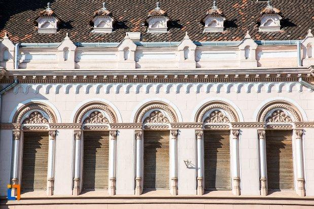 ferestre-de-la-biserica-sfantul-bartolomeu-din-brasov-judetul-brasov.jpg