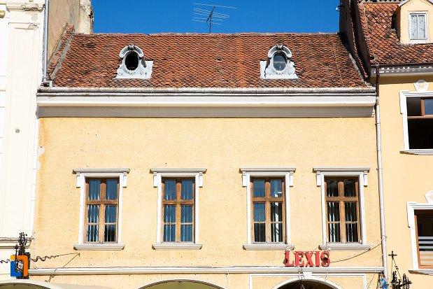ferestre-de-la-casa-albrichsfeld-kamner-din-brasov-judetul-brasov.jpg