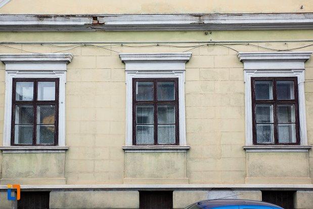 ferestre-de-la-casa-balasa-brancoveanu-din-brasov-judetul-brasov.jpg