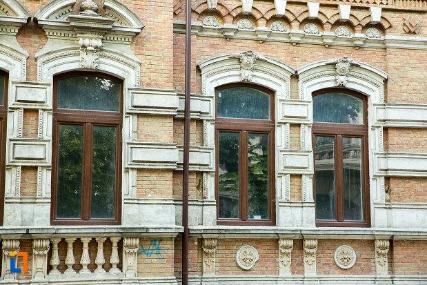 ferestre-de-la-casa-bals-din-galati-judetul-galati.jpg