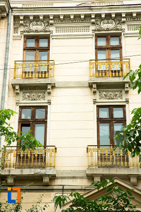 ferestre-de-la-casa-cavalioti-azi-muzeul-judetean-de-istorie-din-galati-judetul-galati.jpg