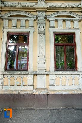 ferestre-de-la-casa-de-pe-str-domneasca-nr-64-din-galati-judetul-galati.jpg